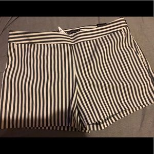 💋💋💋NWT's Express Striped Shorts Size 6